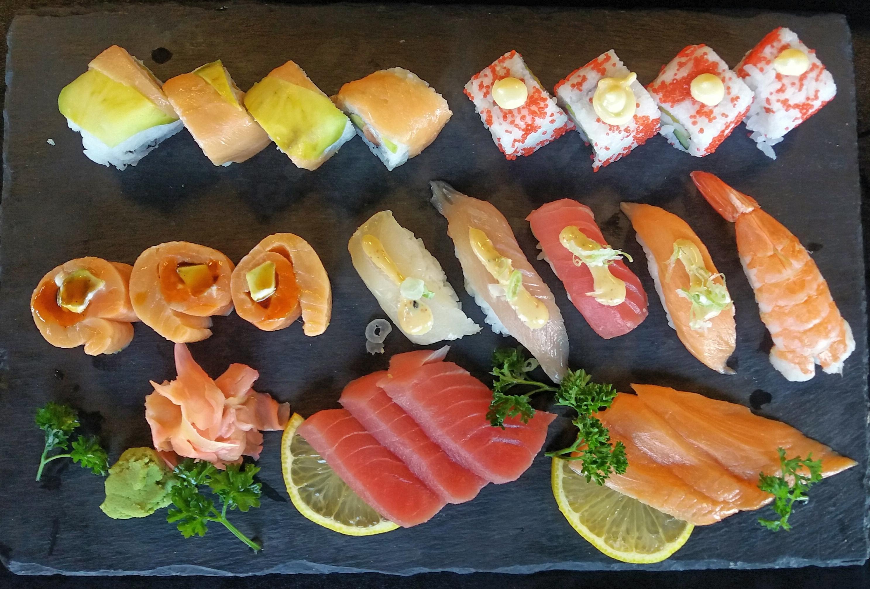 sushi-seafood-food